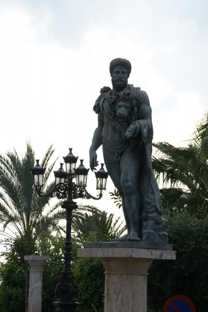 posągi i rzeźby na ulicach Marbelli -fot. Joanna Wędrychowic