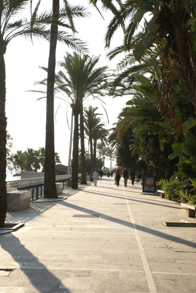 marmurowe schody i chodniki prowadzą na plażę - fot Joanna Wędrychowicz