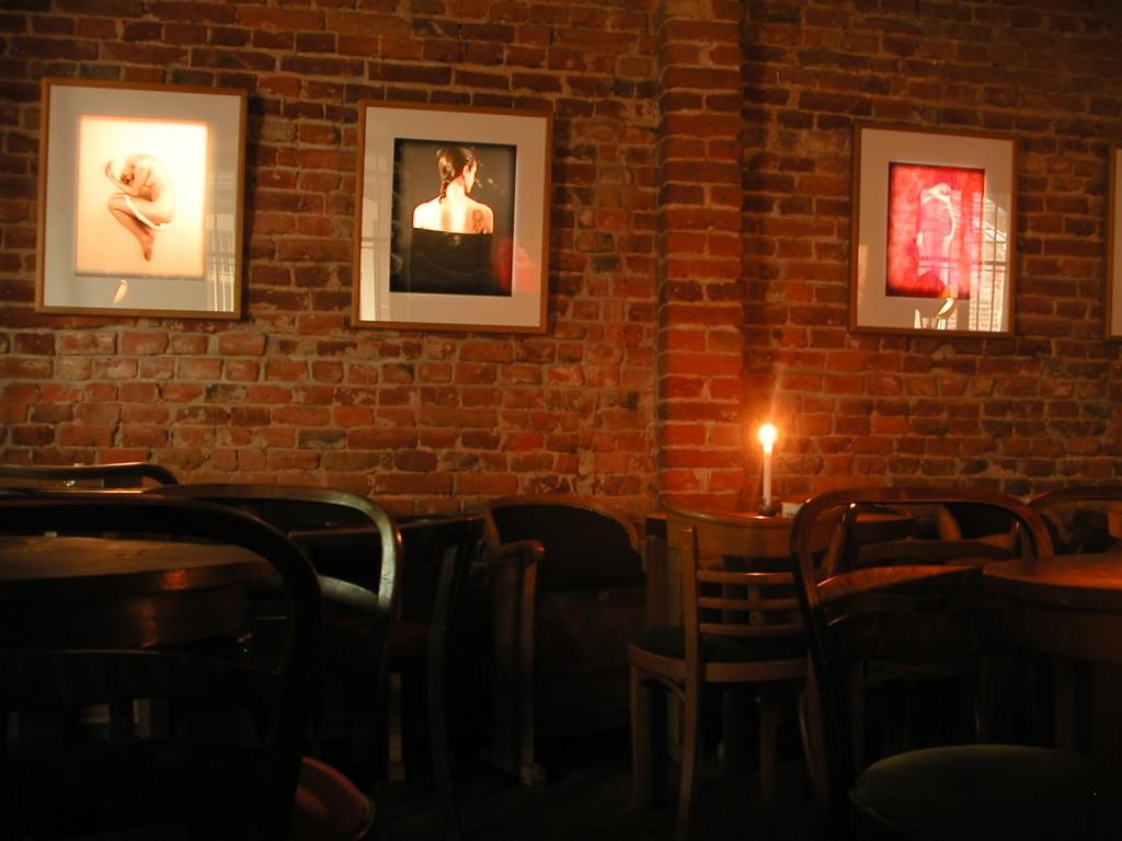 3 puby 1 podwórko PUB CAFE FOTO 102