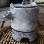 dzbanek porcelanowy technika raku wyk. Dorota Kunecka